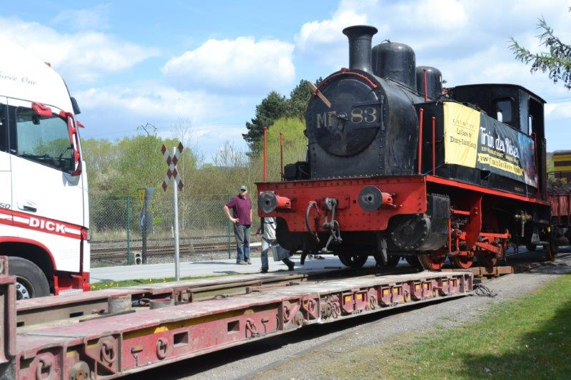Arrival of the steam locomotive and the K3 wagon · Train of